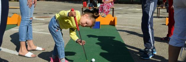 Гольф для всех «Открытый турнир по мини-гольфу среди семейных команд. Из опыта проведения»