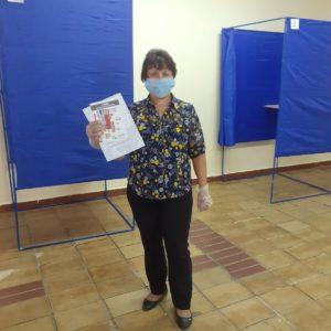 сотрудник Буйволова Л.М. на избирательном участке
