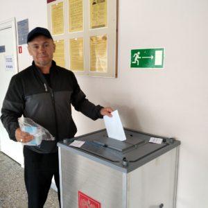 педагог Даниуллов РШ на избирательном участке