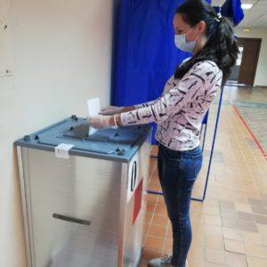 педагог Боровская ЕВ на избирательном участке
