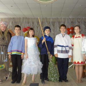 дети на сцене